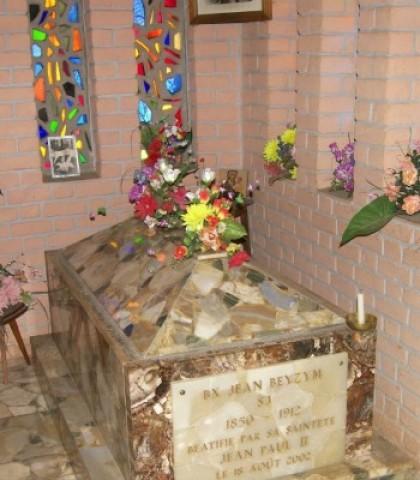Sarkofag-z-relikwiami-bł.-Jana-Beyzyma-w-kaplicy-w-Maranie-1024×683